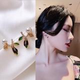 S925银针韩国小众设计高级感简约小巧叶子水晶2020年新款耳钉