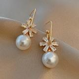S925银针韩国复古花朵珍珠新款气质网红个性设计感耳钉耳坠女