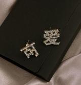 S925银针韩国镶钻可爱金色文字可爱新款潮设计感过年喜庆耳钉耳饰