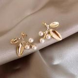 S925银针韩国文艺气质简约珍珠金属叶子优雅别致通勤耳钉耳环女